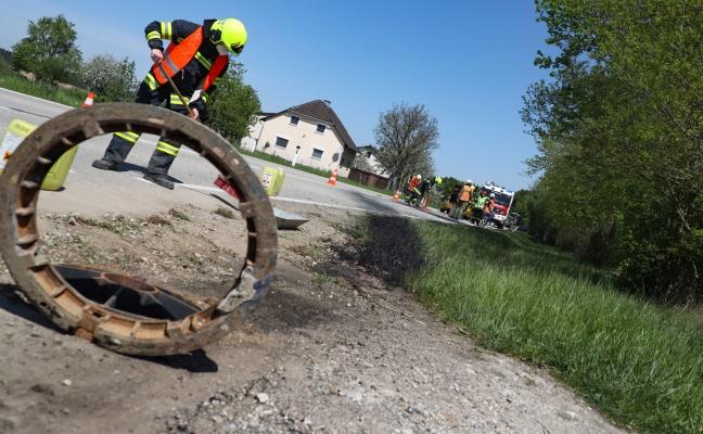 -lwanne-bei-Auto-nach-Verkehrsunfall-in-Sipbachzell-aufgerissen