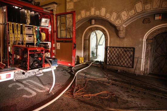 Feuerwehr bei Wasserschaden in der Welser Altstadt im Einsatz | Fotograf: Matthias Lauber