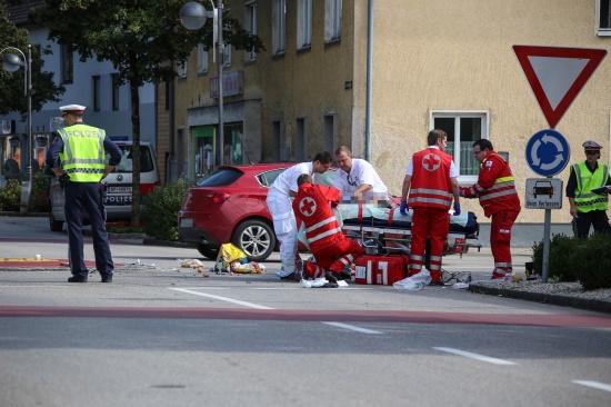 Schwerer Unfall mit Moped in Marchtrenker Kreisverkehr fordert zwei Verletzte | Fotograf: Matthias Lauber