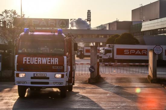 Kontrolliertes Ablassen von Stickstoff l�ste Einsatz der Feuerwehr aus | Fotograf: Matthias Lauber