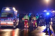 Sechs Verletzte bei schwerem Verkehrsunfall auf der Brandstatter Stra�e in Hartkirchen | Fotograf: Matthias Lauber