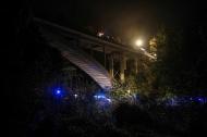 Vollbesetzer PKW st�rzt bei schwerem Verkehrsunfall in St. Pankraz in die Tiefe | Fotograf: Matthias Lauber