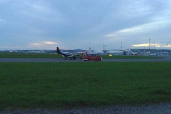 Kleinflugzeug am Blue Danube Airport in H�rsching notgelandet | Fotograf: laumat.at/Leserfoto