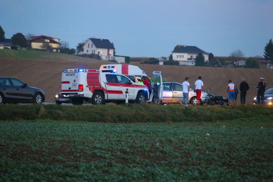 Schwerer Verkehrsunfall mit Motorrad auf der Pettenbacher Stra�e in Vorchdorf | Fotograf: Matthias Lauber