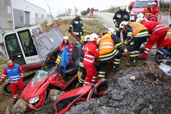 �bung von Feuerwehr und Rotem Kreuz in Thalheim bei Wels   Fotograf: Matthias Lauber