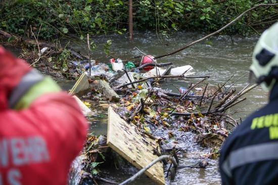 Verklausung im Schenkelbach verursachte �berschwemmung in Wels-Pernau | Fotograf: Matthias Lauber