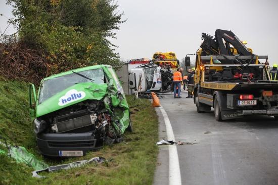 Schwerer Verkehrsunfall auf der Innviertler Stra�e in Taufkirchen an der Trattnach   Fotograf: Matthias Lauber