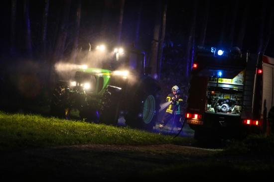 Traktor st�rzte in Bad Schallerbach in einen Teich   Fotograf: Matthias Lauber