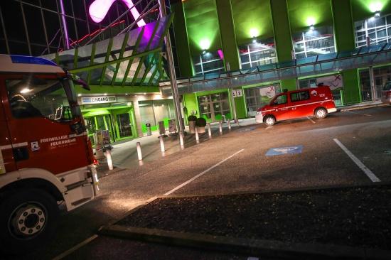 Mutwillig verspr�hter Feuerl�scher l�ste Feuerwehreinsatz aus | Fotograf: Matthias Lauber