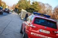 Feuerwehr l�schte brennende Plane eines Containers in Wels-Vogelweide ab | Fotograf: Matthias Lauber