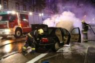 Feuerwehr bei PKW-Brand in der Welser Innenstadt im Einsatz | Fotograf: Matthias Lauber