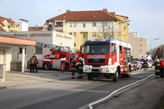 Brand in einer R�sterei in Traun sorgt f�r Einsatz der Feuerwehr | Fotograf: Matthias Lauber