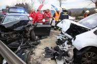 Drei zum Teil Schwerverletzte bei schwerem Verkehrsunfall in Gunskirchen | Fotograf: Matthias Lauber
