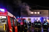 Drei Feuerwehren bei Brand in einem Wohnhaus in Sipbachzell im Einsatz | Fotograf: Matthias Lauber