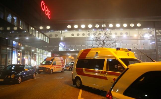 Nächtlicher Rettungs Und Polizeieinsatz Im Welser Hauptbahnhof