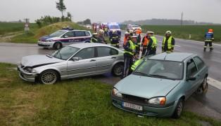Verkehrsunfall auf der Theninger Stra�e in H�rsching fordert einen Verletzten