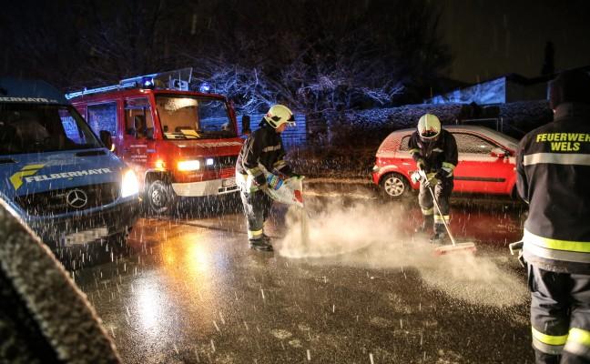 Umfangreicher Einsatz der Feuerwehren nach Dieselaustritt in Wels-Lichtenegg