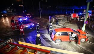 Heftiger Kreuzungscrash in Wels-Lichtenegg fordert zwei Verletzte