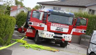 B�schungsbrand w�hrend Florianimesse der Feuerwehr in Thalheim bei Wels