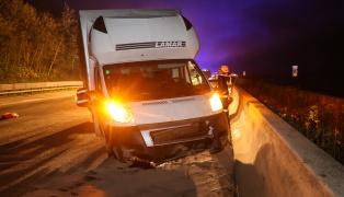 Verkehrsunfall mit Klein-LKW auf der Westautobahn bei Pucking