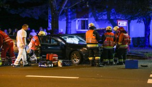 Drei Verletzte bei schwerem Kreuzungscrash in Wels-Lichtenegg