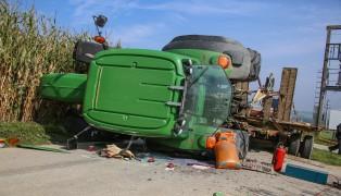 Ein Verletzter bei Verkehrsunfall mit Traktor in Allhaming