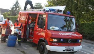 Massive �lspur in Wels-Puchberg durch defekten Hydraulikschlauch an einem Traktor
