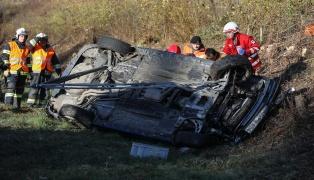 Schwerer Verkehrsunfall mit eingeklemmter Person auf der Innkreisautobahn bei Wels