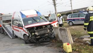 Crash zwischen PKW und Rettungsauto in Gunskirchen