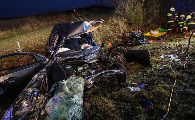 Autolenker (21) erlag nach schwerem Verkehrsunfall bei Krenglbach seinen schweren Verletzungen