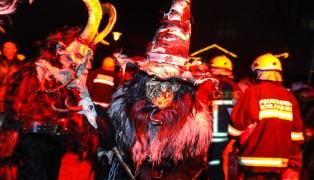 Großes Spektakel beim Perchtenkehraus in Schleißheim