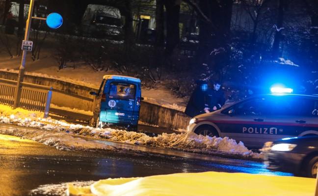 Kleinfahrzeug kollidierte in Wels-Neustadt mit Geländer einer Unterführung