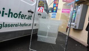 Einbrecher scheiterte an stabiler Glastüre einer Trafik in Wels-Pernau