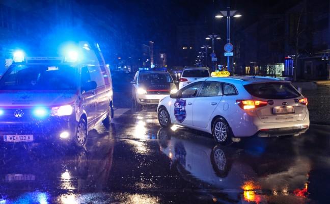 Fußgänger in Wels-Innenstadt von Taxi erfasst und schwer verletzt