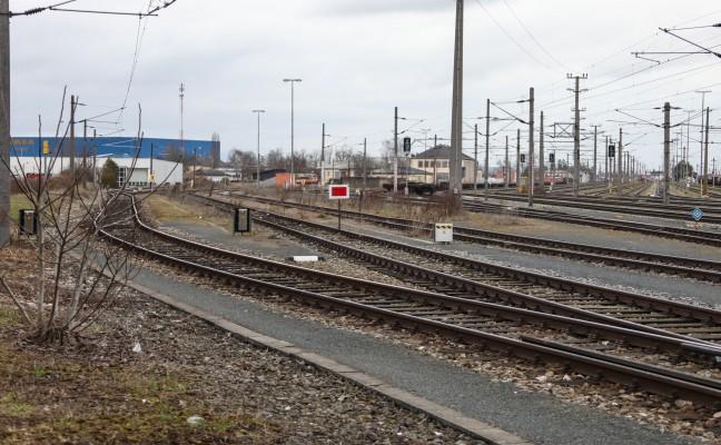Unbekannte Täter legten Fußballtor auf Schienen des Verschiebebahnhofs in Wels-Neustadt