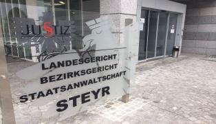 Prozess am Landesgericht Steyr nach missglückten Schießübungen in Ried im Traunkreis