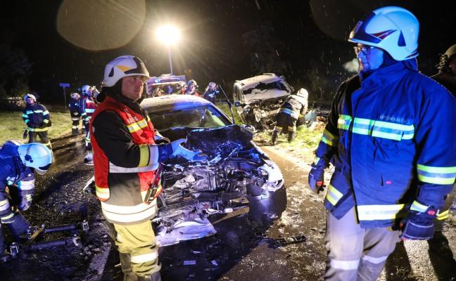 Frontalcrash auf der Scharnsteiner Straße in Pettenbach fordert zwei Verletzte