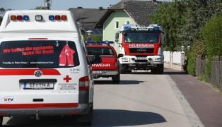Auto samt Lenker von der Feuerwehr aus Bach in Alkoven geborgen