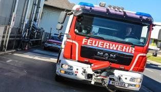 Feuerwehr in einem Gewerbebetrieb in Wels-Vogelweide im Einsatz