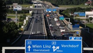 20 Kilometer Stau auf der Westautobahn nach mehreren Unfällen