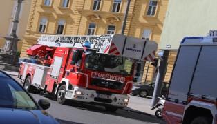 Türöffnung durch Feuerwehr: Kinder sperrten sich in Wohnung ein
