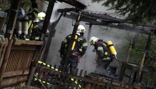 Vollbrand einer Fischerhütte in Kremsmünster erfordert größeren Einsatz der Feuerwehr