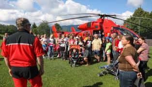 Notarzthubschrauber Martin 3 als Highlight bei der Herzkinder-Sommerwoche in Schlierbach