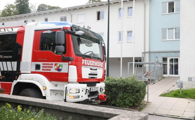 Austritt von Wasserdampf in einem Mehrparteienwohnhaus in Thalheim bei Wels