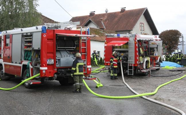 Neun Feuerwehren bei Auto- und Gebäudebrand in Nußbach im Einsatz