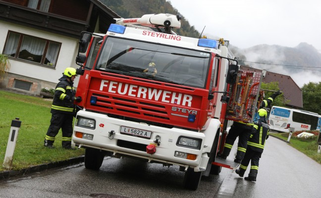 Verkehrsunfall zwischen PKW und Bus in Klaus an der Pyhrnbahn fordert zwei Leichtverletzte