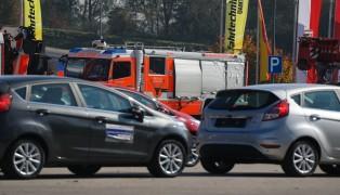 Rüstlöschfahrzeug der Feuerwehr bei Fahrsicherheitstraining in Marchtrenk verunfallt