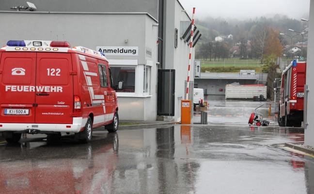 Feuerwehr bei erneutem Gasalarm in Industriebetrieb in Kirchdorf an der Krems im Einsatz