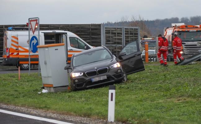 Tödlicher Verkehrsunfall zwischen LKW und PKW auf der Westautobahn bei Linz