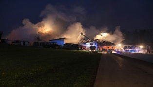 Schweißarbeiten als Auslöser für Großbrand auf Bauernhof in Pucking